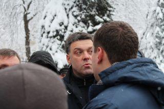 Депутаты Свободы возле Рады, фото Киев еврейский